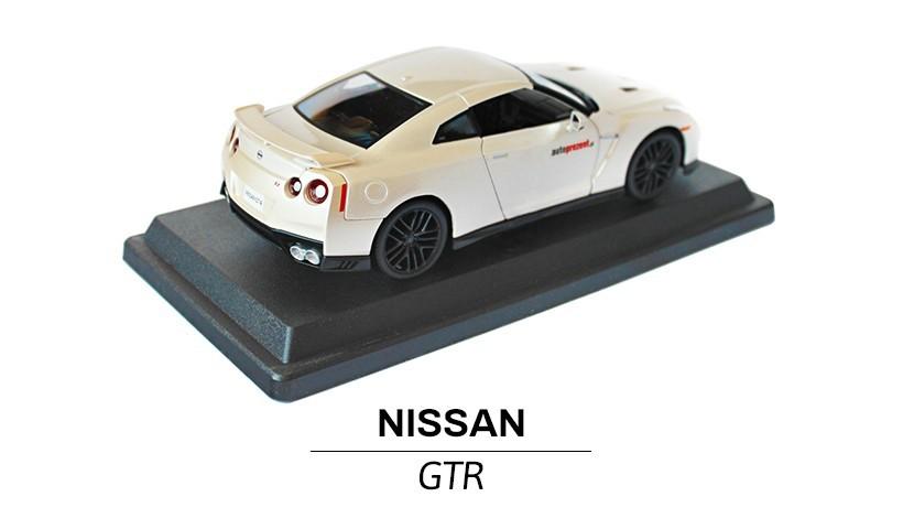 Nissan GTR modelik w skali 1:24