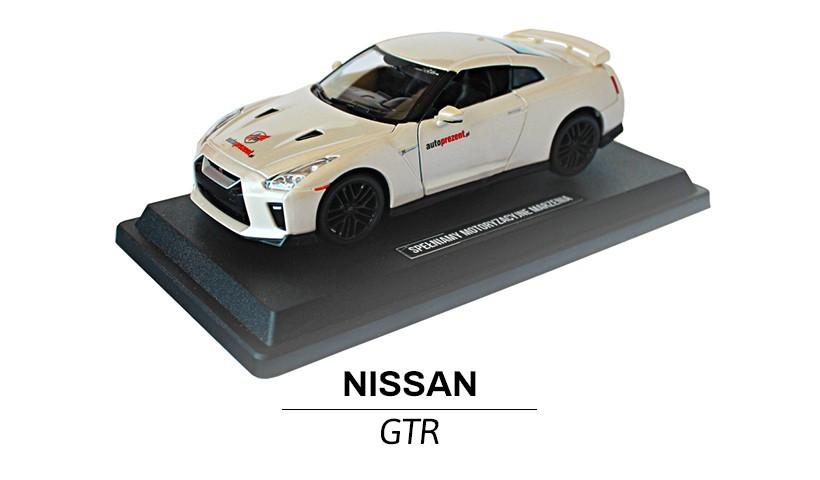 Nissan GTR modelik w skali 1:24 z przodu