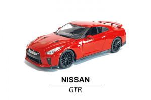 Nissan GTR modelik 1:24 z boku