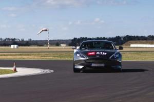 Aston Martin DB9 jazda po torze