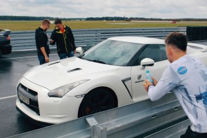 Nissan GTR bok na torze