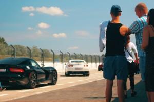 Nissan GTR bokiem na torze