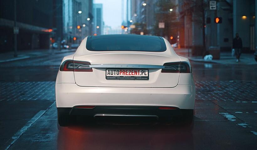 Tesla s85 - jazda ulicami miast