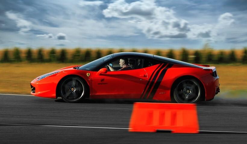 Jazdą Ferrari po torze