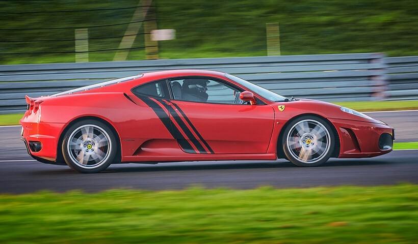 Ferrari f430 na torze sportowym