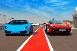 Niebieskie Gallardo i czerwona Italia