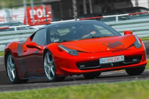 Ferrari Italia na torze