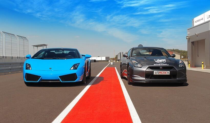 Niebieskie Lamborghini vs szary GTR