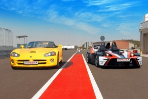 Żółty Dodge Viper SRT-10 vs Ktm X-bow