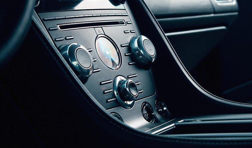Środek Aston Martin DB9