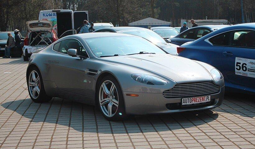 Aston Martin Vantage bok