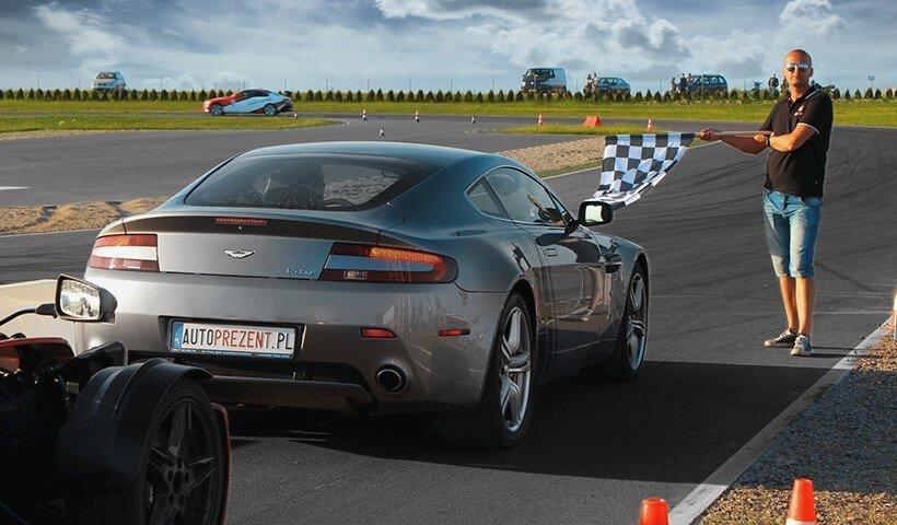 Aston Martin Vantage z tyłu