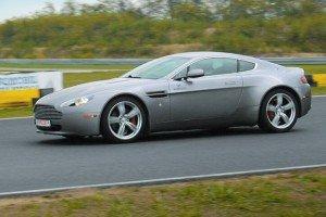 Aston Martin Vantage na torze
