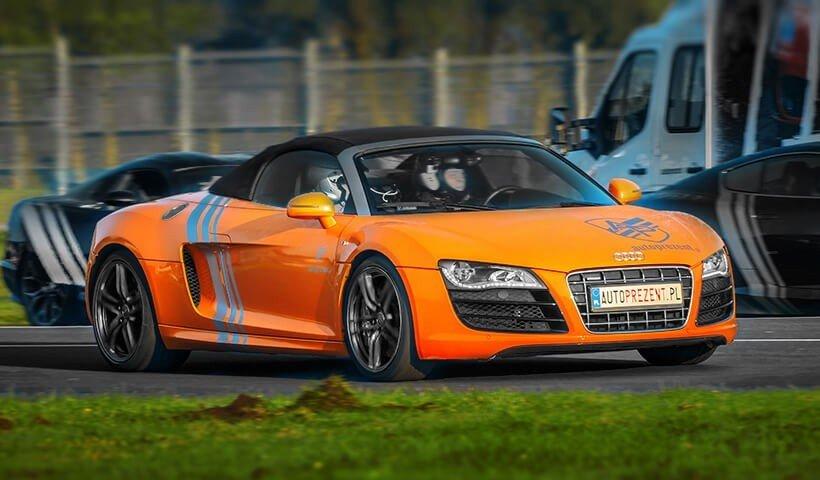 Audi R8 V10 autoprezent