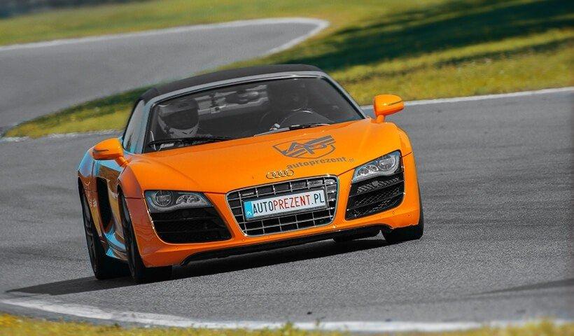 Audi R8 V10 autoprezent przód samochodu