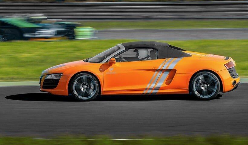 Audi R8 V10 z boku