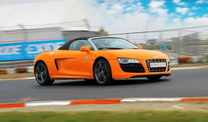 Audi R8 v10 pomarańczowe na torze