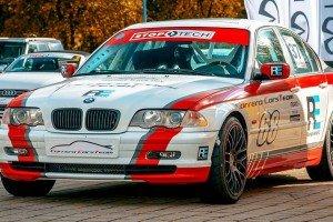 BMW_330l_e46 z boku