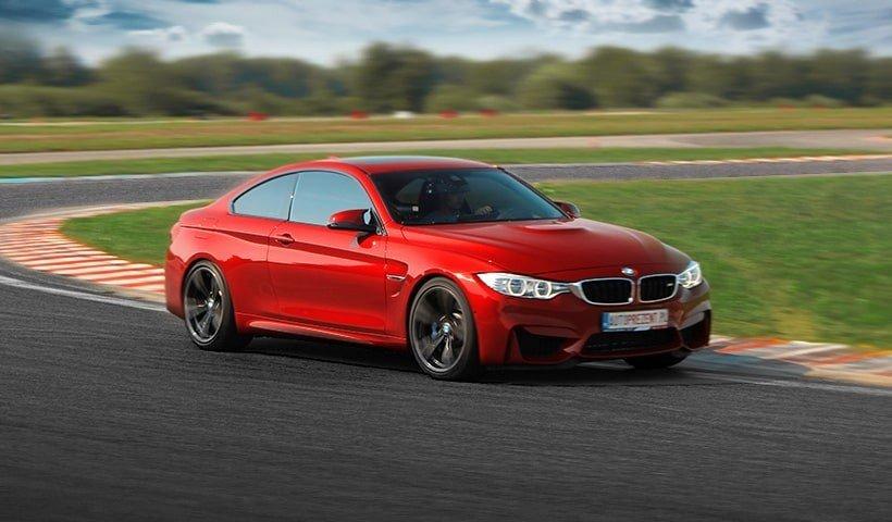 BMW M4 na torze