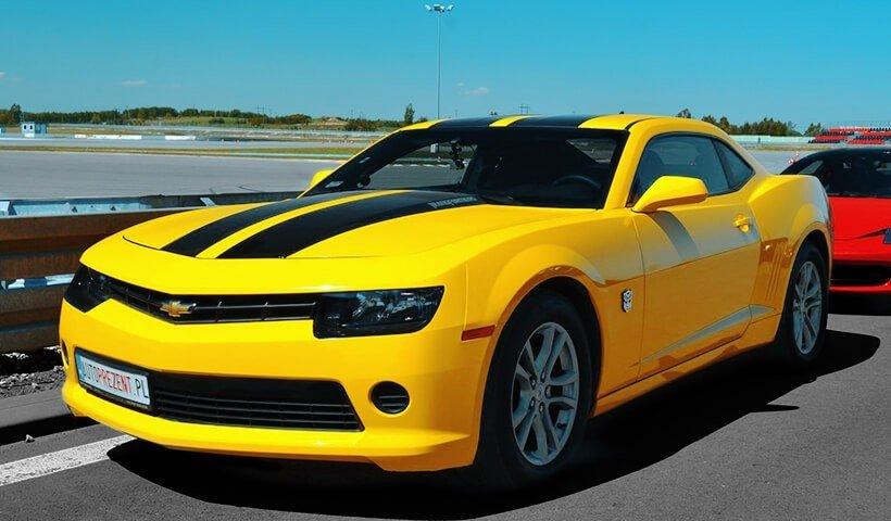 Chevrolet Camaro żółte na torze