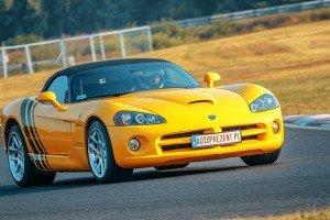 Dodge Viper SRT-10 żółty na torze  przód