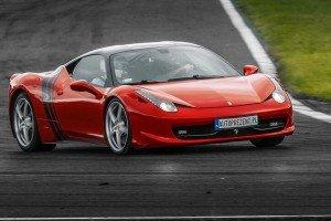 Ferrari 458 Italia na torze wyścigowym