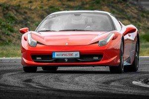 Ferrari 458 Italia na torze wyścigowym Poznań