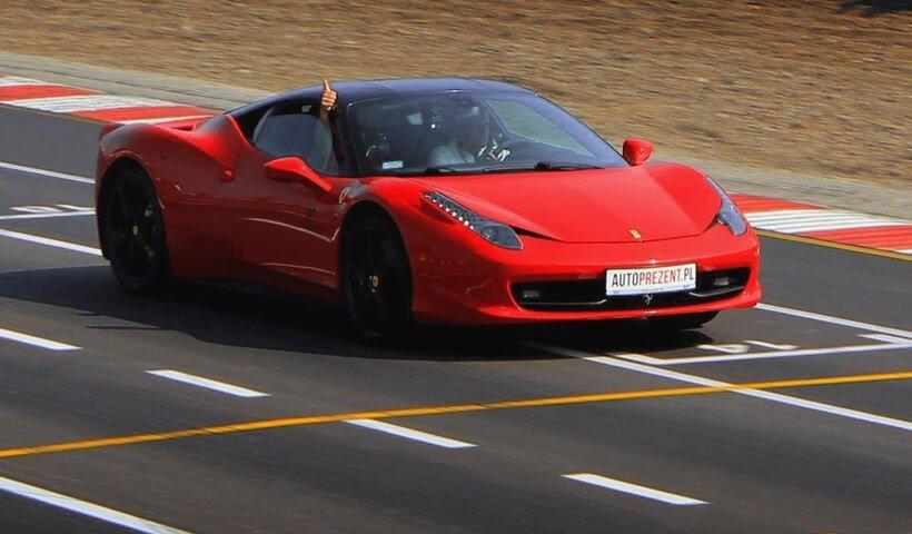 Ferrari 458 italia w akcji na torze