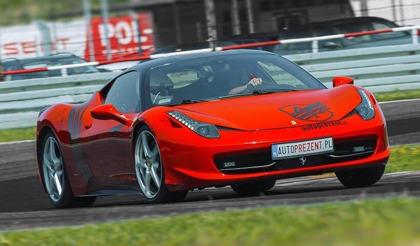 Ferrari 458 italia w akcji na torze Poznań