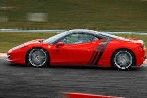 Ferrari bok samochodu