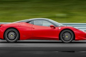 Ferrari 458 italia bok samochodu