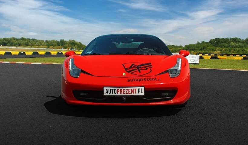 Przód samochodu Ferrari 458 italia