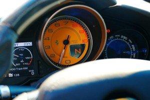 Zegary w samochodzie Ferrari