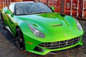 Zielone Ferrari F12