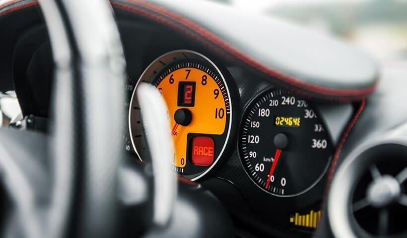 Zegary w Ferrari F430