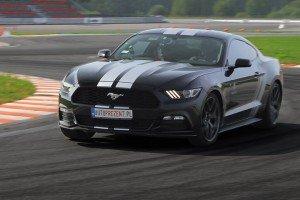 Ford Mustang na torze w akcji