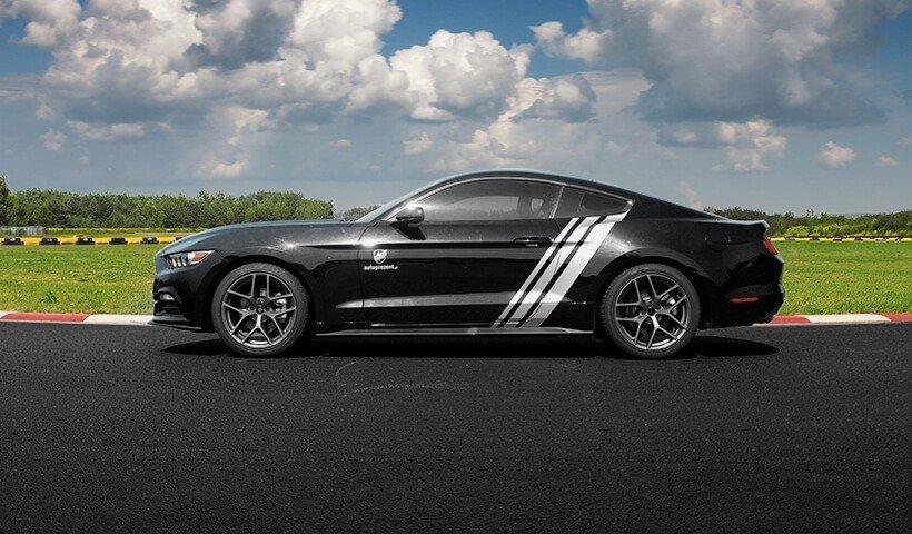 Ford Mustang 15 z boku