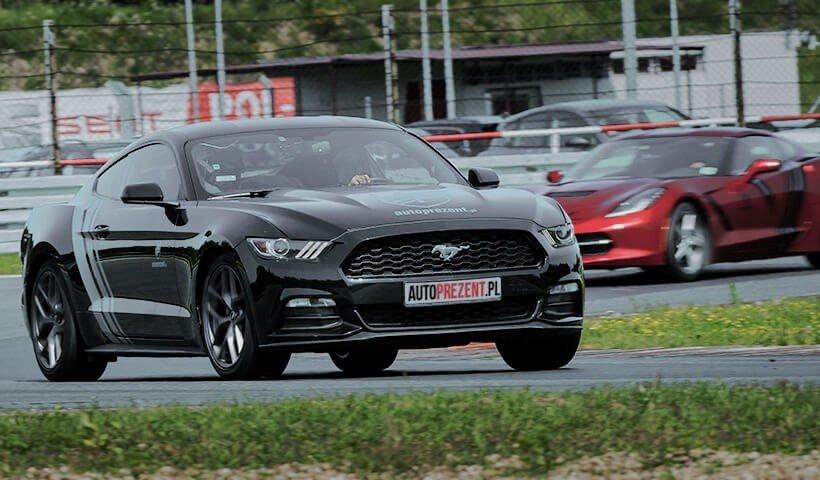 Jazda po torze Ford Mustang autoprezent