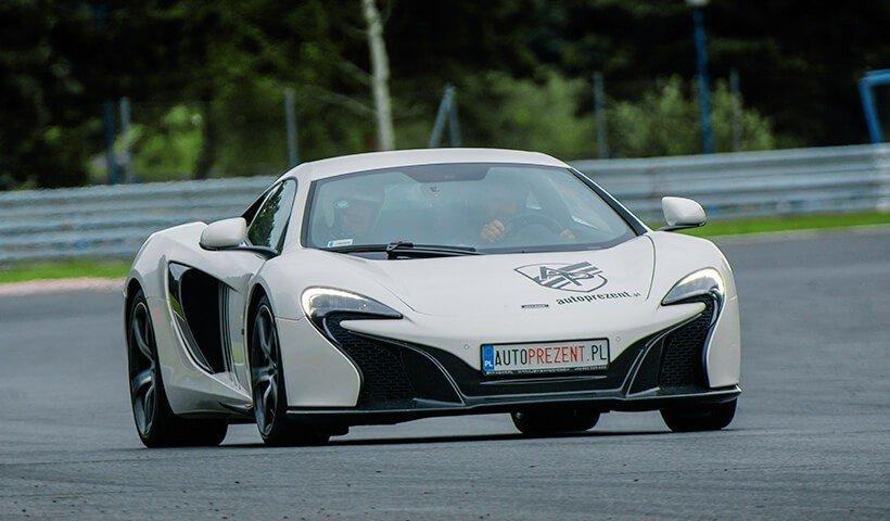 Jazda McLarenem po torze