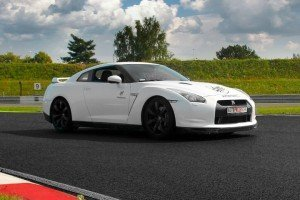 Autoprezent Nissan GTR biały
