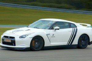 Nissan GTR w akcji na torze wyścigowym
